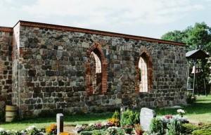 Kirchenruine im Mai 2004